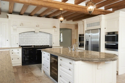 Sandy Cove™ Quartz Kitchen